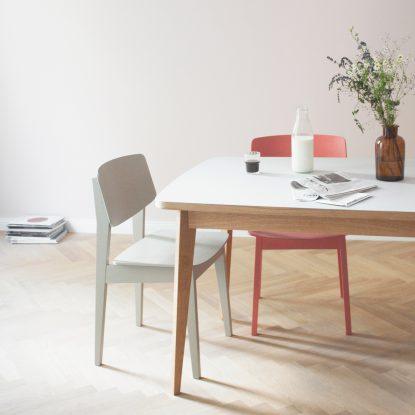 Usus Table mit Linoleum Tischplatte