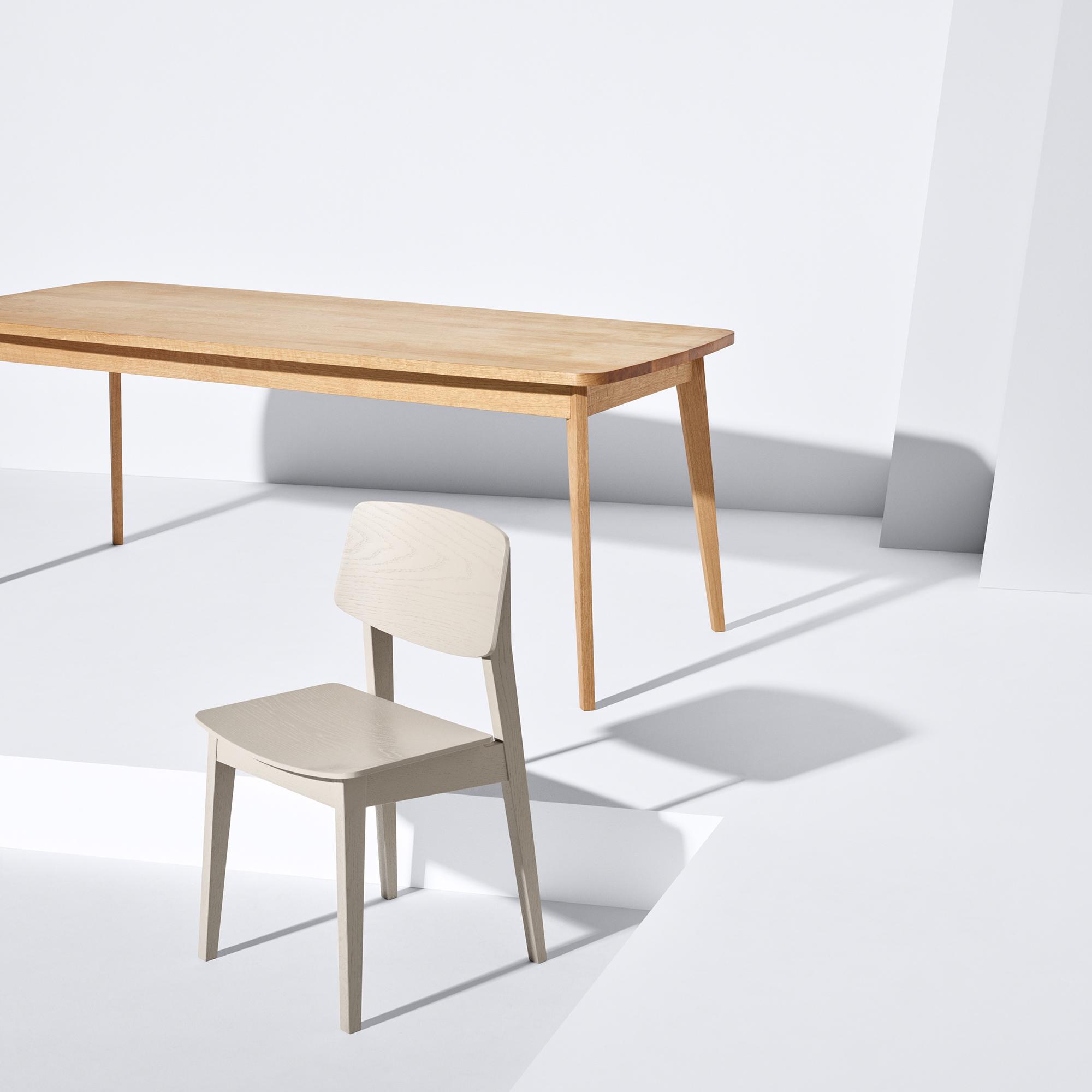 Usus Table und Usus Chair aus nachhaltiger europäischer Eiche