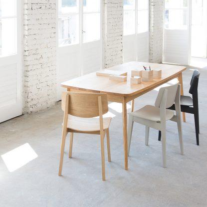 Loft Interior mit Usus Table und Usus Chair