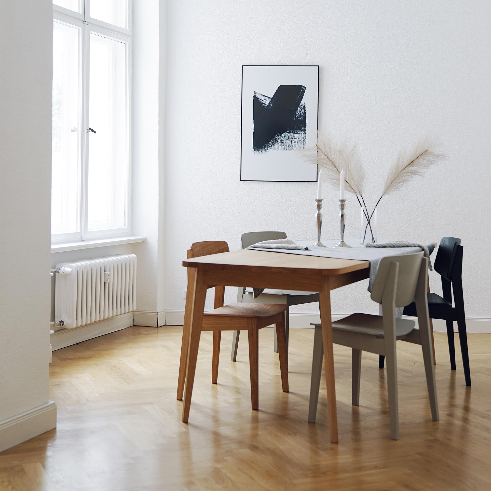 Küchen Interieur mit Usus Table und Usus Chair