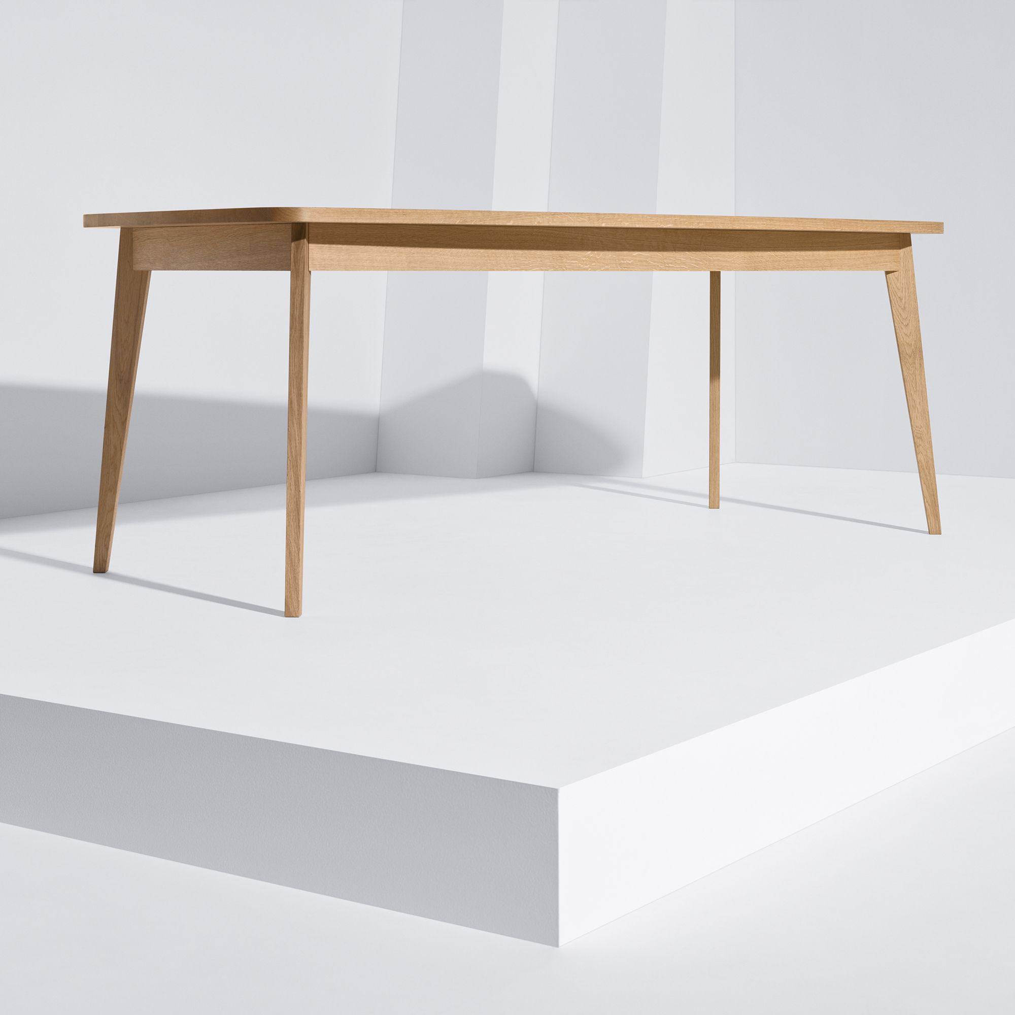 Usus Table im weißen Raum