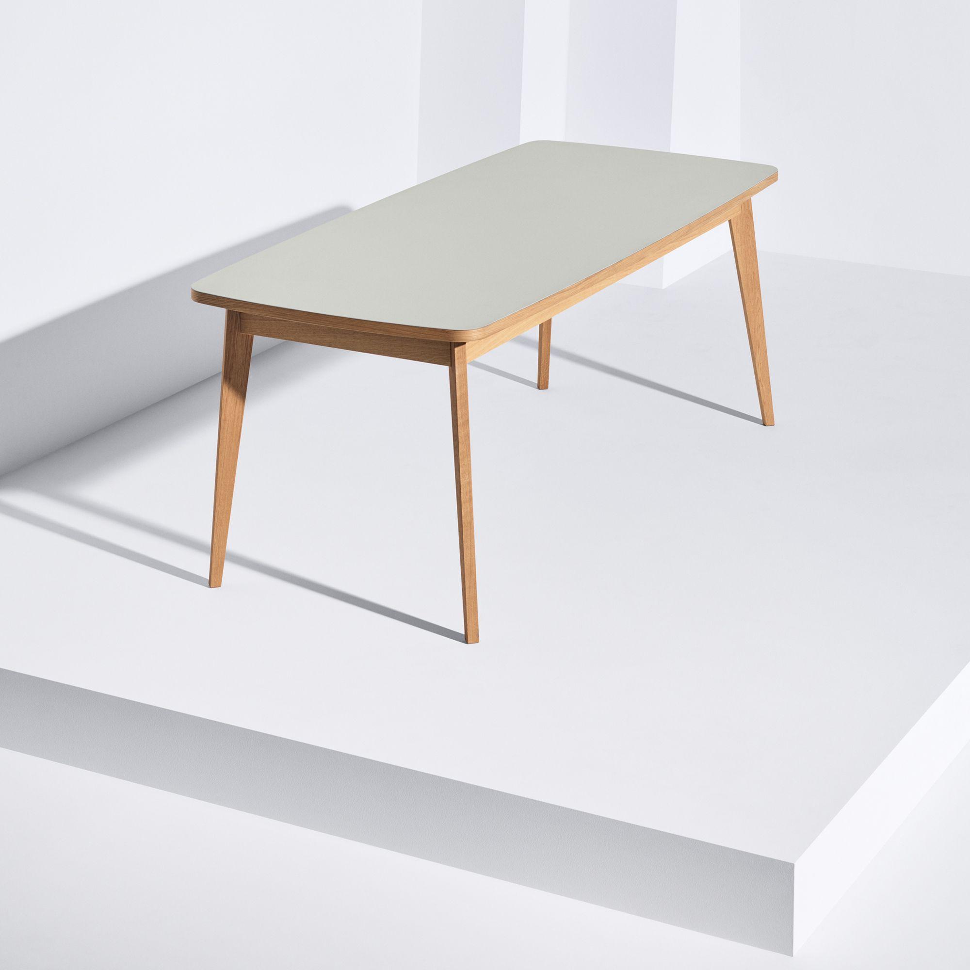 Usus Tisch mit Linoleum Tischplatte