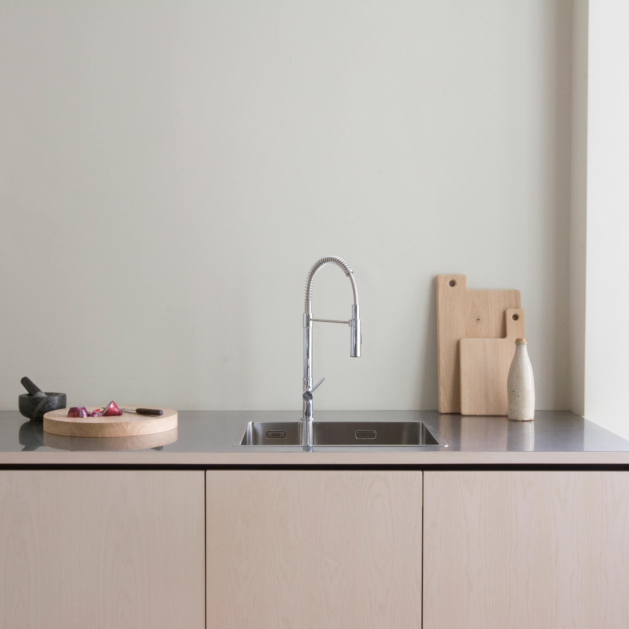 schlichte Küche Eschefront