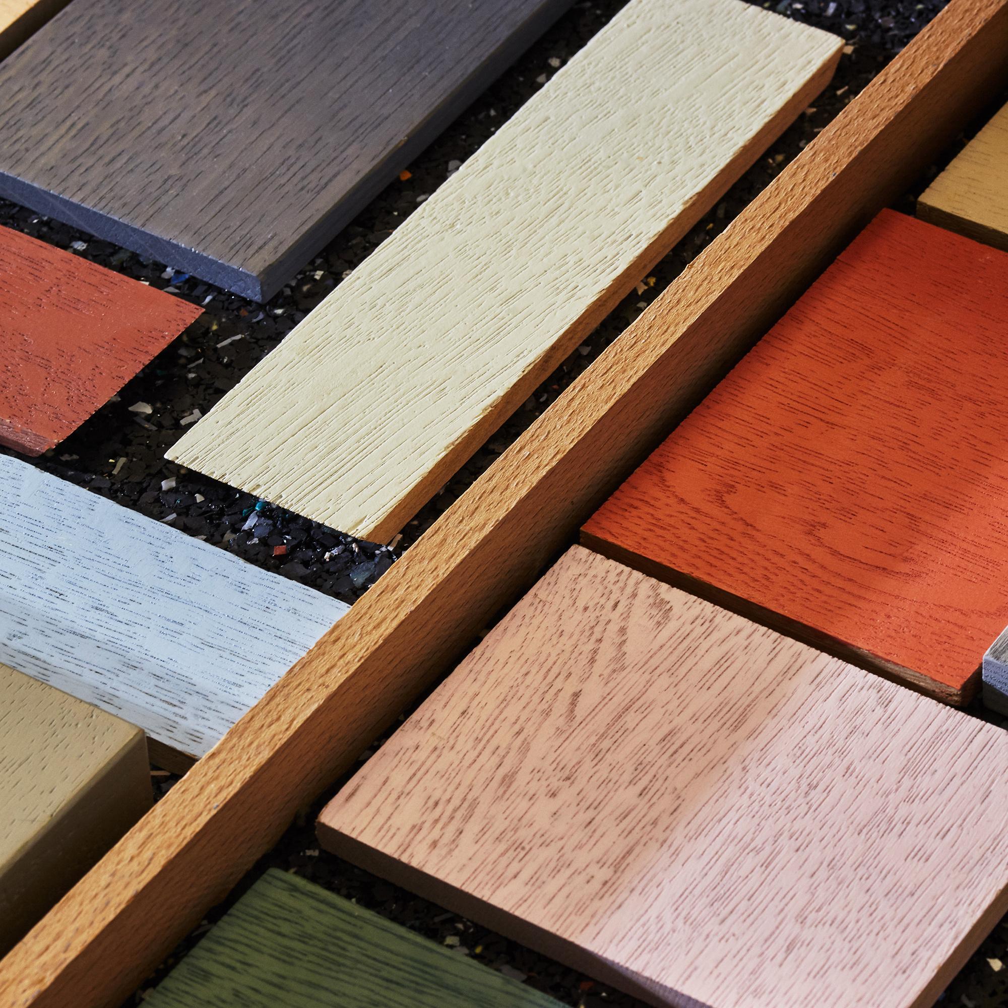 Materialmuster von lackiertem Holz