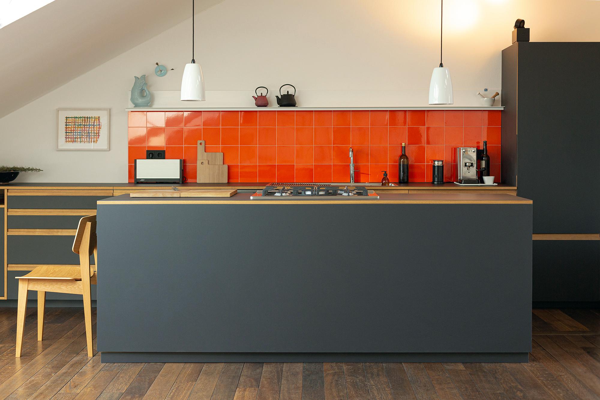 Maisonette Küche aus Linoleum und Eiche