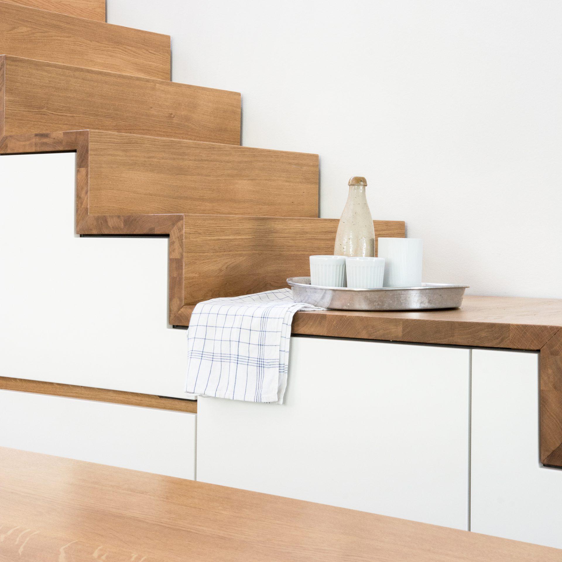 Holztreppe Maisonetteküche